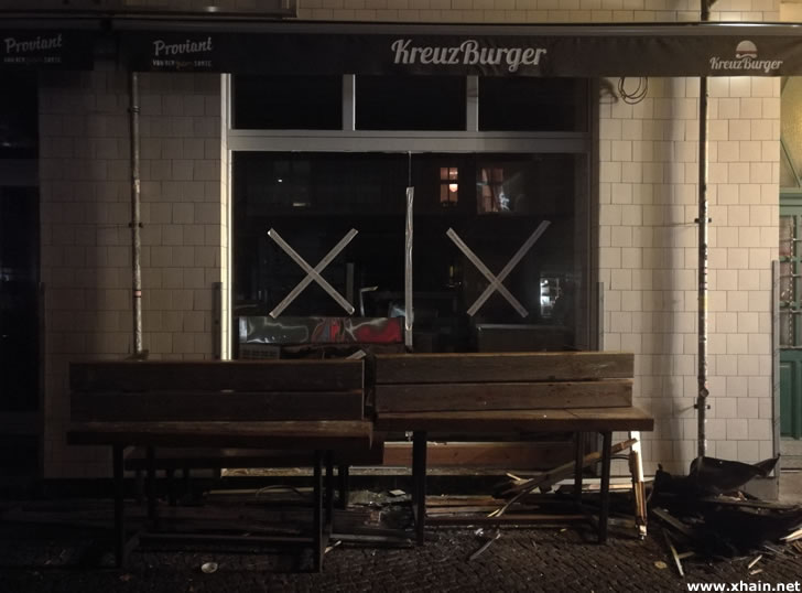Beschädigter Burgerladen in der Grünberger Straße