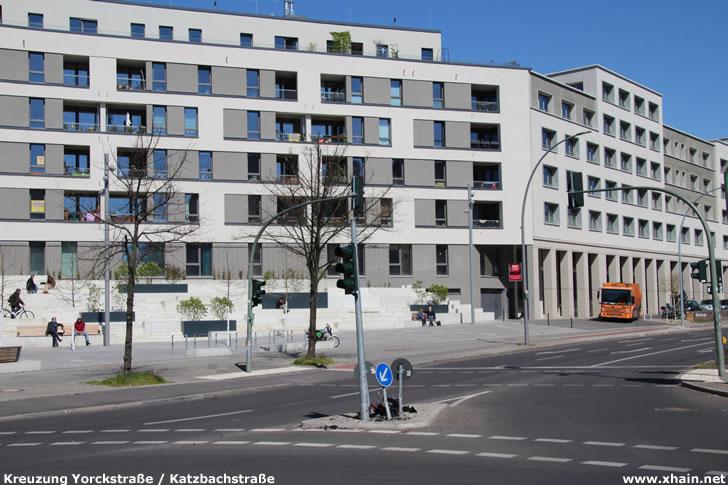 Beschädigte Ampel an der Kreuzung Yorckstraße / Katzbachstraße