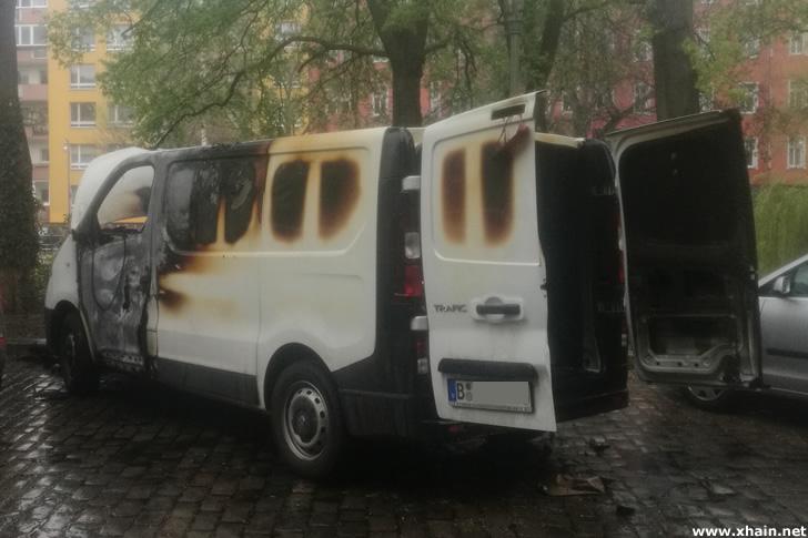 Ausgebrannter Lieferwagen am Paul-Lincke-Ufer