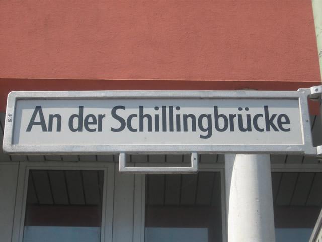 Verletzte nach Auseinandersetzung vor einem Club in Friedrichshain