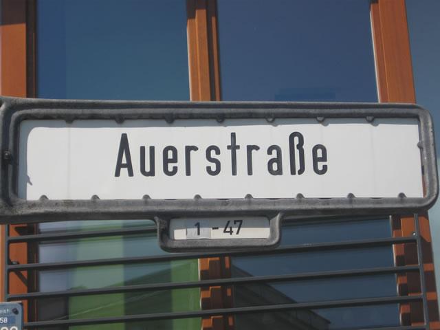 Friedrichshain: Baumfällungen auf der Grünfläche Auerdreieck