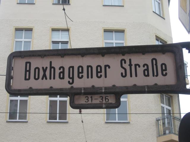 Friedrichshain: Radfahrer in der Boxhagener Straße von Betonmischer überrollt
