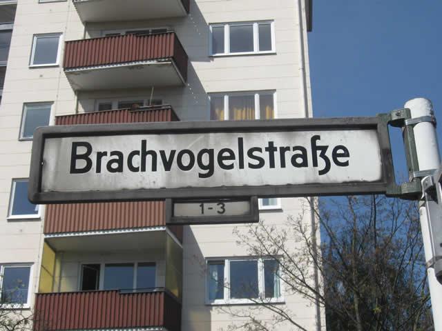 Kreuzberg: Fußgänger in der Brachvogelstraße von Auto erfasst