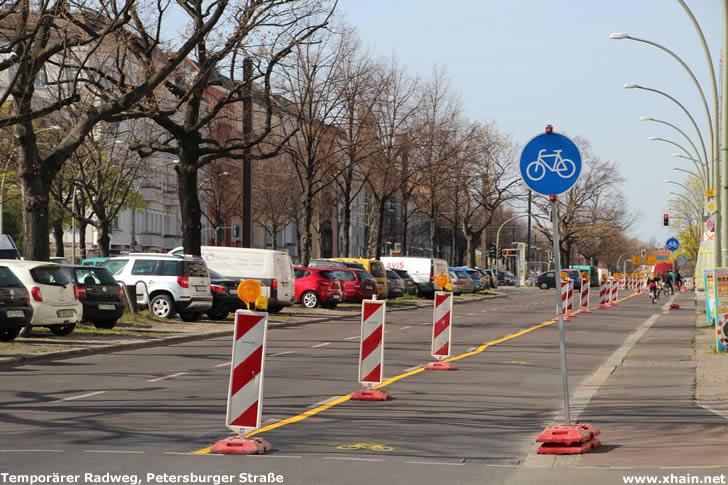 Temporärer Radweg auf der Petersburger Straße
