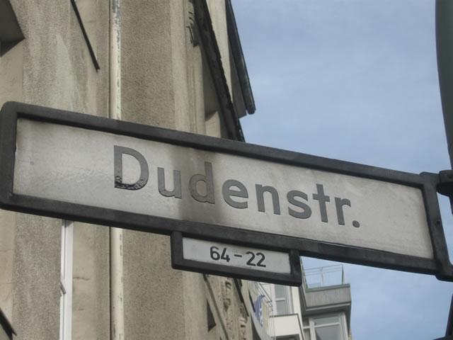 Kreuzberg: Radfahrer bei Unfall auf der Dudenstraße schwer verletzt