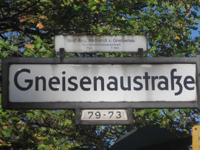 Kreuzberg: Fußgänger auf der Gneisenaustraße angefahren