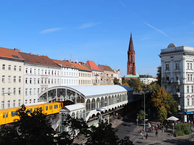 Kreuzberg: Mann am Görlitzer Bahnhof durch Messerstiche verletzt