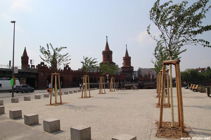 """""""Grünes Tor"""" zwischen Oberbaumbrücke und East Side Gallery"""