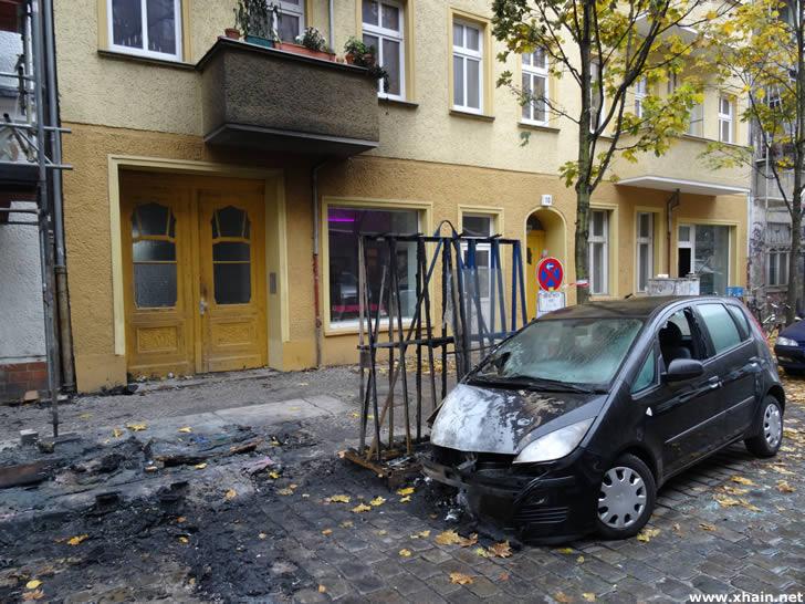 In der Gryphiusstraße griff ein Feuer auf geparkte Autos über