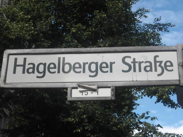Kreuzberg: Toilette angezündet - Feuer greift auf Autos über