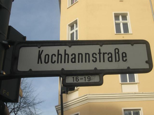 Friedrichshain: Brennender Elektroroller in der Kochhannstraße