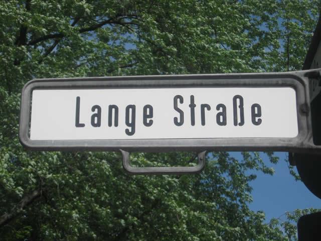 Friedrichshain: Bagger in der Lange Straße angezündet