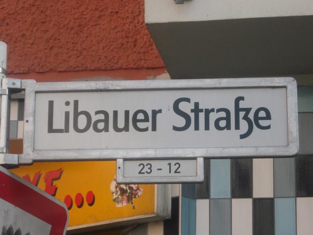 Friedrichshain: Räuber verfolgt Opfer bis zur Haustür