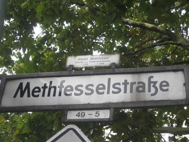Kreuzberg: Nach erneuter Zerstörung - Einweihung der vierten Gedenktafel für Wolfgang Szepansky