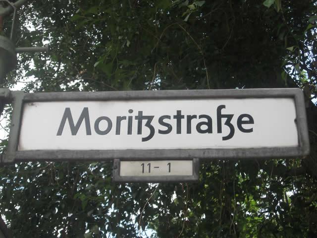 Kreuzberg: Transporter in der Moritzstraße angezündet