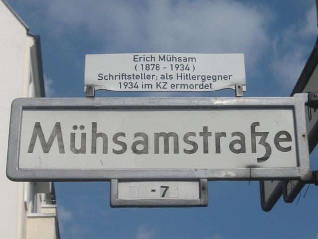 Friedrichshain: Supermarkt in der Mühsamstraße mit Steinen beworfen