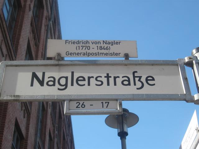 Friedrichshain: BMW in der Naglerstraße angezündet