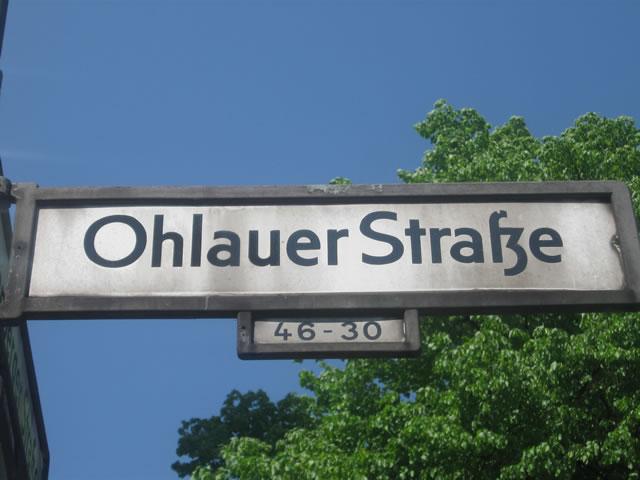 Kreuzberg: Kioskmitarbeiter durch Messerstiche verletzt
