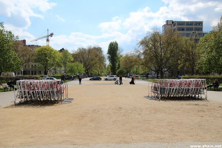 Hamburger Gitter auf dem Oranienplatz vor dem 1. Mai