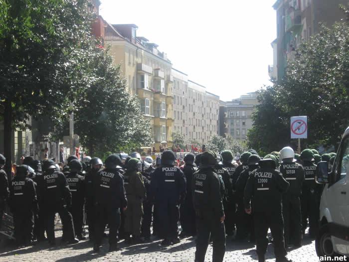 Gegendemonstranten in der Liebigstraße