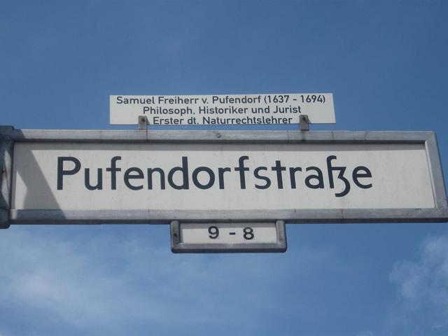 Friedrichshain: Mann in der Pufendorfstraße mit Messer attackiert