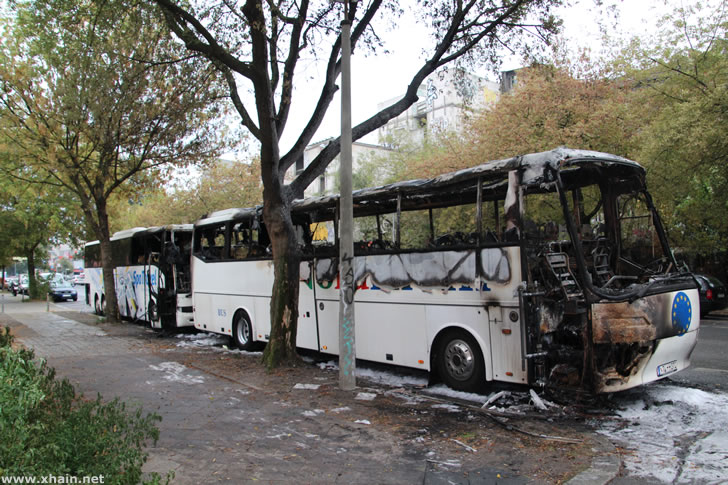 Reisebusse in der Köpenicker Straße angezündet