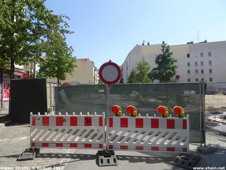 Vollsperrung der Rigaer Straße (Foto vom 1. August 2017)