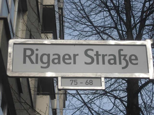 Friedrichshain: Polizist in der Rigaer Straße mit Reizgas besprüht