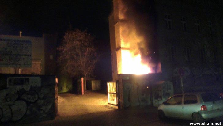In der Rigaer Straße brannten drei Müllcontainer