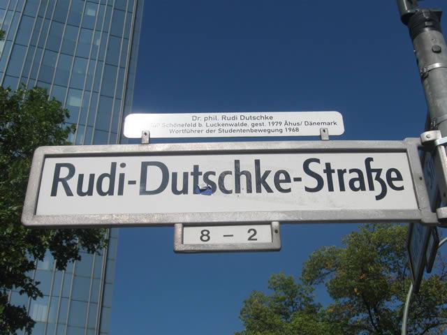 Kreuzberg: Fußgänger von BVG-Bus erfasst und verstorben