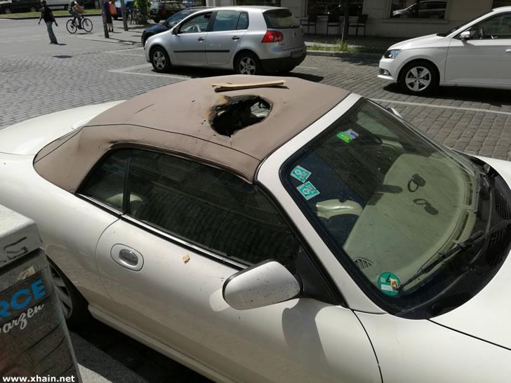 Jaguar in der Samariterstraße angezündet