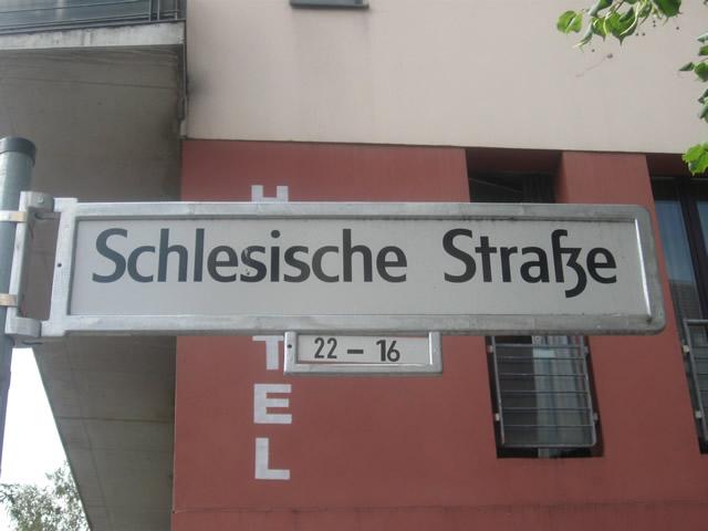 Kreuzberg: Angriffe aus einer Gruppe heraus