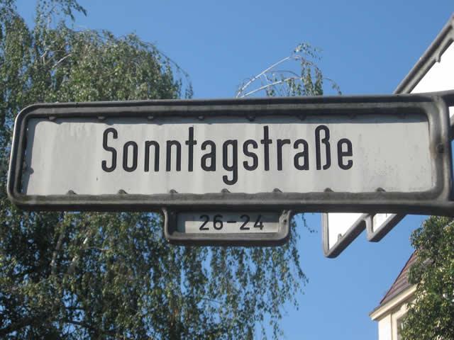 Friedrichshain: Radfahrer angegriffen und Hitlergruß gezeigt