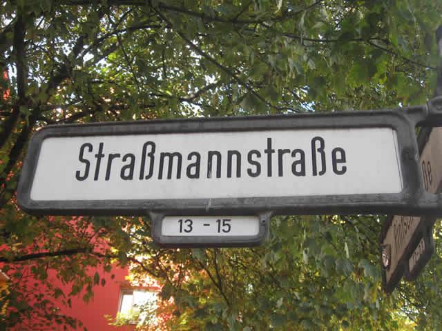 Friedrichshain: Politische Parolen an Hauswände gesprüht - Zwei Festnahmen