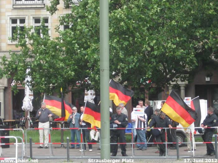"""Manfred Rouhs und """"pro deutschland"""" Strausberger Platz 17. Juni 2012"""