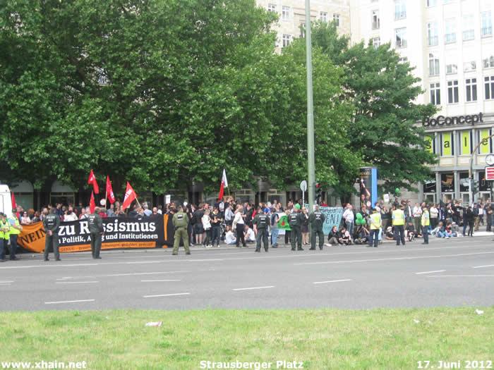 Antifa-Protest Strausberger Platz 17. Juni 2012