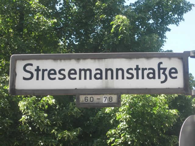 Kreuzberg: Drei falsche Polizisten in der Stresemannstraße festgenommen