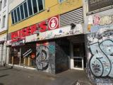 Der Kaisers Supermarkt am Kottbusser Tor wird zu einer REWE-Filiale