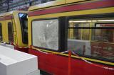 Unbekannte mehrere Scheiben einer S-Bahn