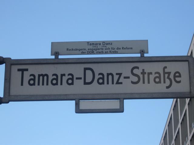 Friedrichshain: Mann in der Tamara-Danz-Straße überfallen