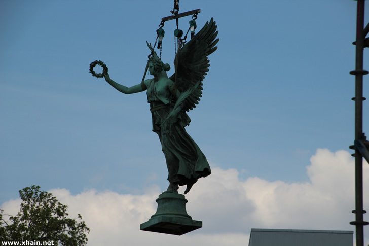 Die Siegesgöttin Viktoria auf dem Mehringplatz in Kreuzberg.