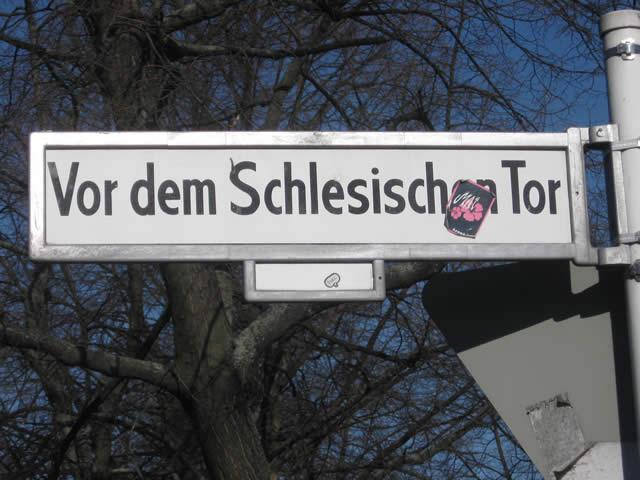 Kreuzberg: Taxifahrer fährt Randalierer an