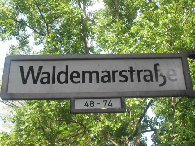 Kreuzberg: Schwer verletztes Kind nach Verkehrsunfall
