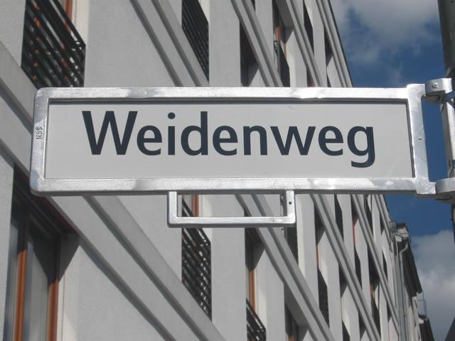 Friedrichshain: Wahlkampfbus beschädigt und beschmiert