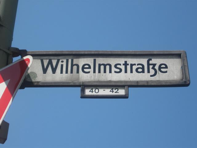Kreuzberg: Radfahrer von rücksichtslosem Autofahrer schwer verletzt