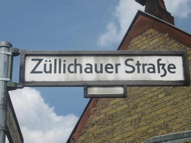 Kreuzberg: Auto in der Züllichauer Straße angezündet